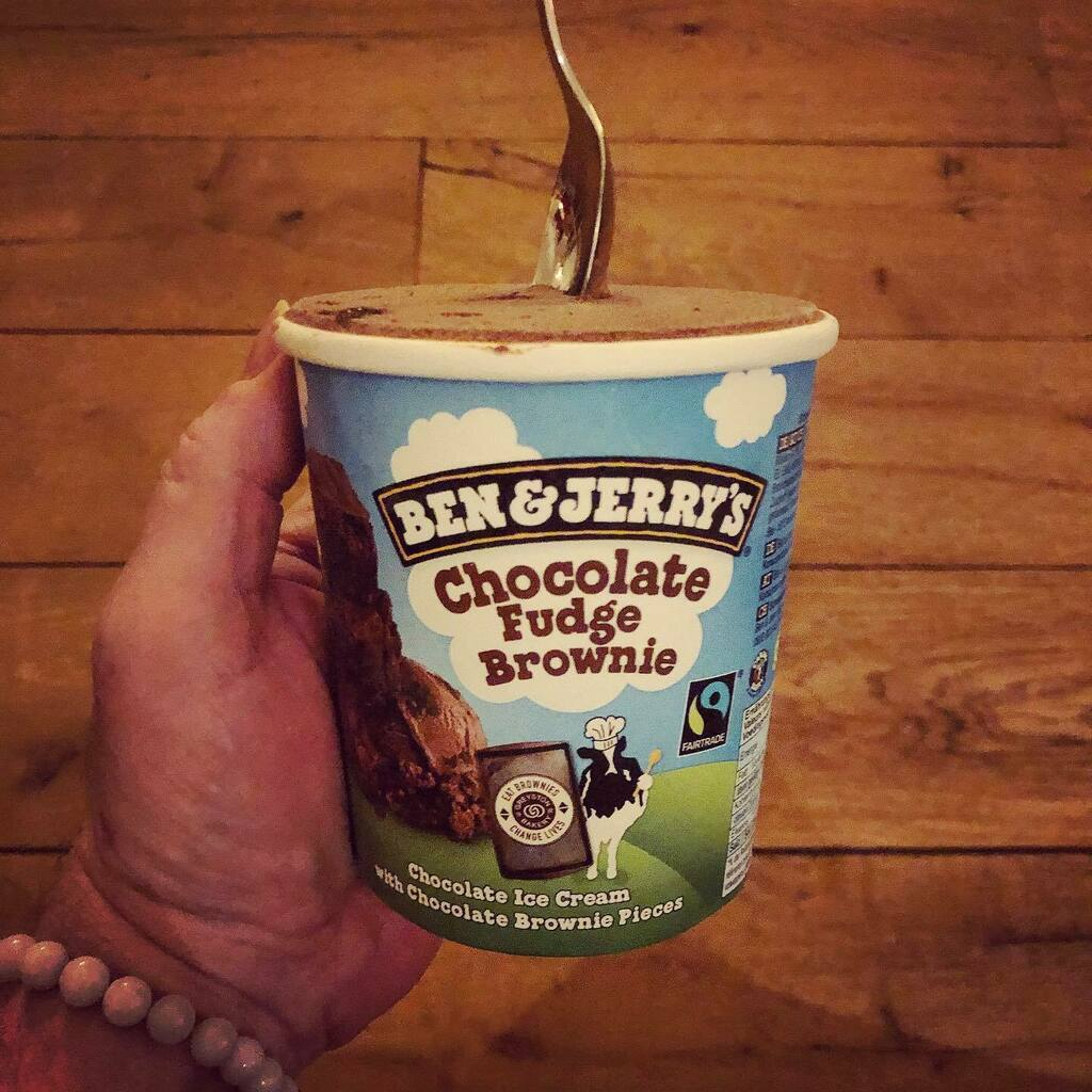 Proost! #myview #eten #chocolade #chocoladeijs #ijs #benandjerrys . . . #icecream #icecreamlover #icecreamporn #chocolateicecream #chocolate #chocolatelover #chocolatedessert #food #foodporn #foodgasm #foodstagram #foodphotography https://instagr.am/p/B-aQIzWh6Eg/ pic.twitter.com/zUHpyeKAGI