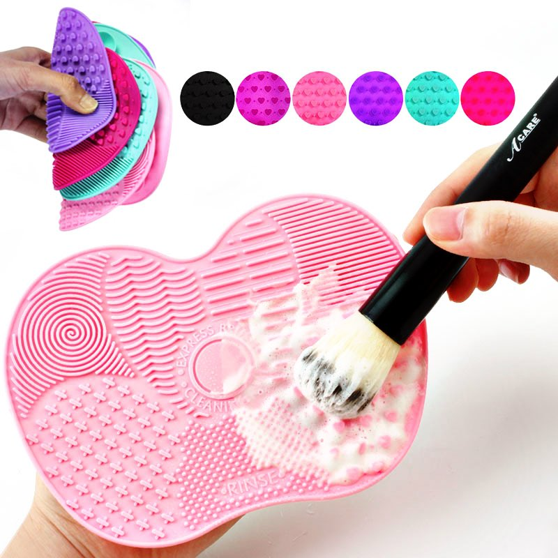 "Get busy cleaning  your make up brushes while you're at home  using this ""Silicone Makeup Brush Cleaner"" !!   Check it out here: https://www.theshimmeringyou.com/collections/facial-body-care/products/silicone-make-up-brush-cleaner …  #clean #makeupbrush #clearskin #acnefree #skincare #freeshipping #onlineshopping #QuarantineLifepic.twitter.com/5YOO50roVS"