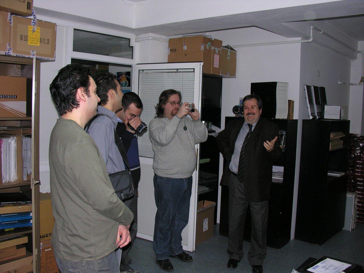 """Mesut Çevik on Twitter: """"Yıl 2006, tek karede Donanım Haber, Pclabs,  Hardware Mania ve Dark Hardware var. Online Türk bilişim basınının  mimarları bu adamlar.… https://t.co/K8C8yxR5Jo"""""""