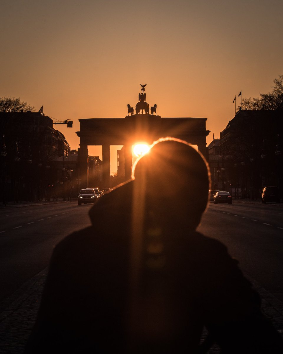 Twice a year the sun rises directly behind the Brandenburg Gate. Today was one of these days - Berlin this morning. https://t.co/G6L1IFCjDz