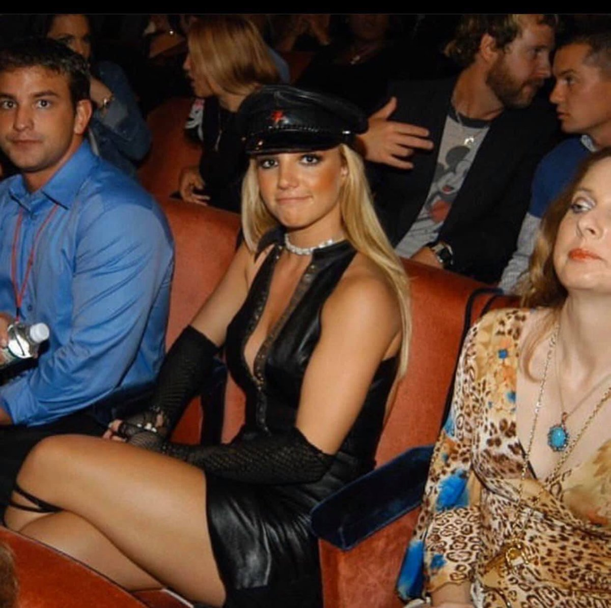 @britneyspears What year was this photo taken and who is that lady sitting next to you in the cat print shirt?  Was she a animal handler, advocate, fan, etc. (if you remember of course)?  Inquiring minds want to know. pic.twitter.com/VpgRxuOrwn