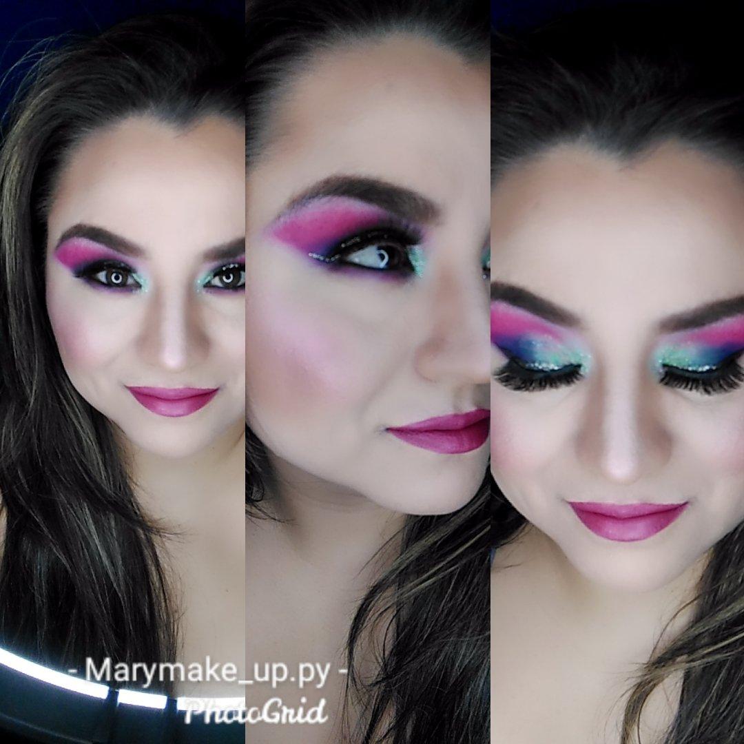 Neon  #makeupartist #maquillajeprofesional #maquillajedeojos #makeuppic.twitter.com/b4F0W8j4X8