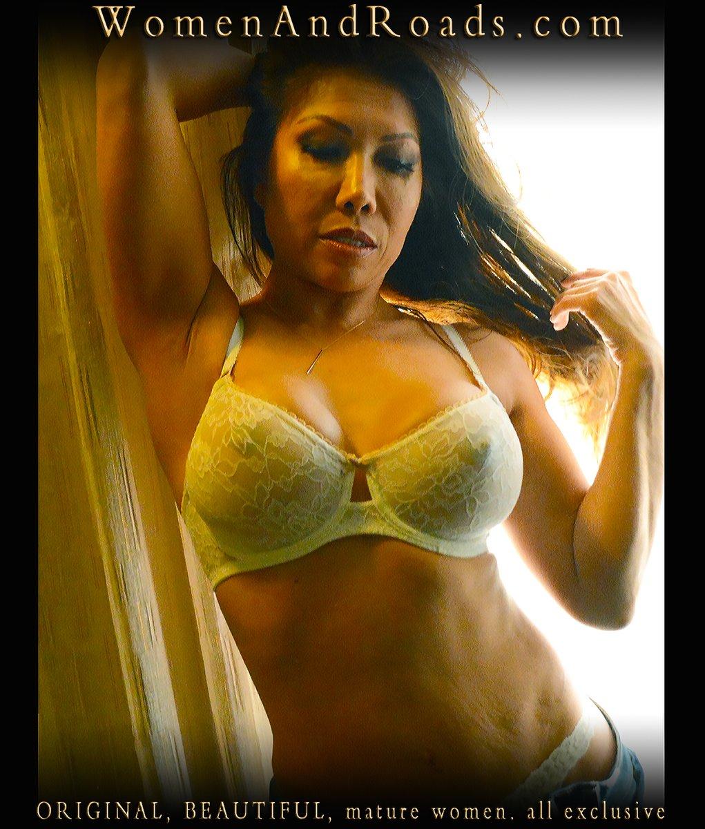 find here: https://womenandroads.com/downloads/w69/ - - - #Sexytanktop #Sexymaturewomen #Maturemodel #Sexyasian #Beautifulwoman #Seductionpic.twitter.com/PJNINPxFv6