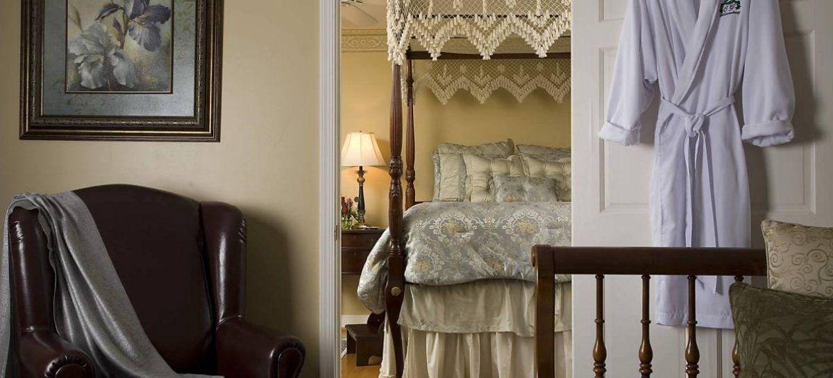 An elegant old world Bed and Breakfast in Historic #Williamsburg #Virginia #welltravelled #doyoutravel #postcardplaces #travelgram #fantastic_earth #postcardsfromtheworld #roamearth #exploretocreate #createexplore #liveauthentic https://www.instantworldbooking.com/Virginia-hotels/Colonial-Gardens-Bed-and-Breakfast_Williamsburg.htm…pic.twitter.com/VKcRRRsqYk