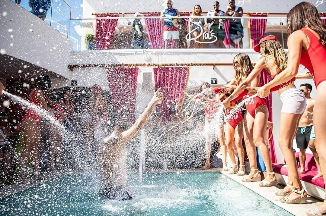 #DraisPoolAndCafe #drais #vegasstrong #wewillbeback #bachelorlifestyle #VegasDayLife #Vegas2020 #tuesdaylooks #bachelorlife #BringontheSun #vegasbabyvegas #tuesdaytreat #bachelors #GetWet #BombShells #TuesdayMood #BikiniSeason #LetsParty #tuesdayvibes…