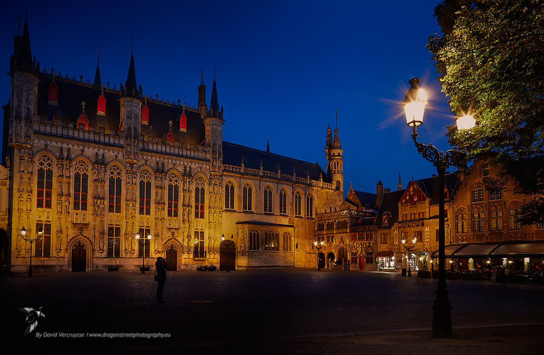 Another angle of the #bourg #square og #bruges !  One of the best town for #lovers in #belgium.  #nightphoto #nightphotography    #city #travel #architecture #photography #citylife #travelphotography #streetphotography   https://soo.nr/jciJpic.twitter.com/4BqVT55uuD