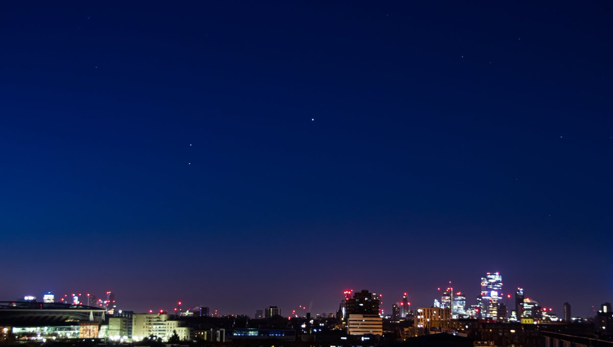 Morning #london  Jupiter, Saturn and Mars (top to bottom) hanging out over London this morning. pic.twitter.com/g7akchDQlt