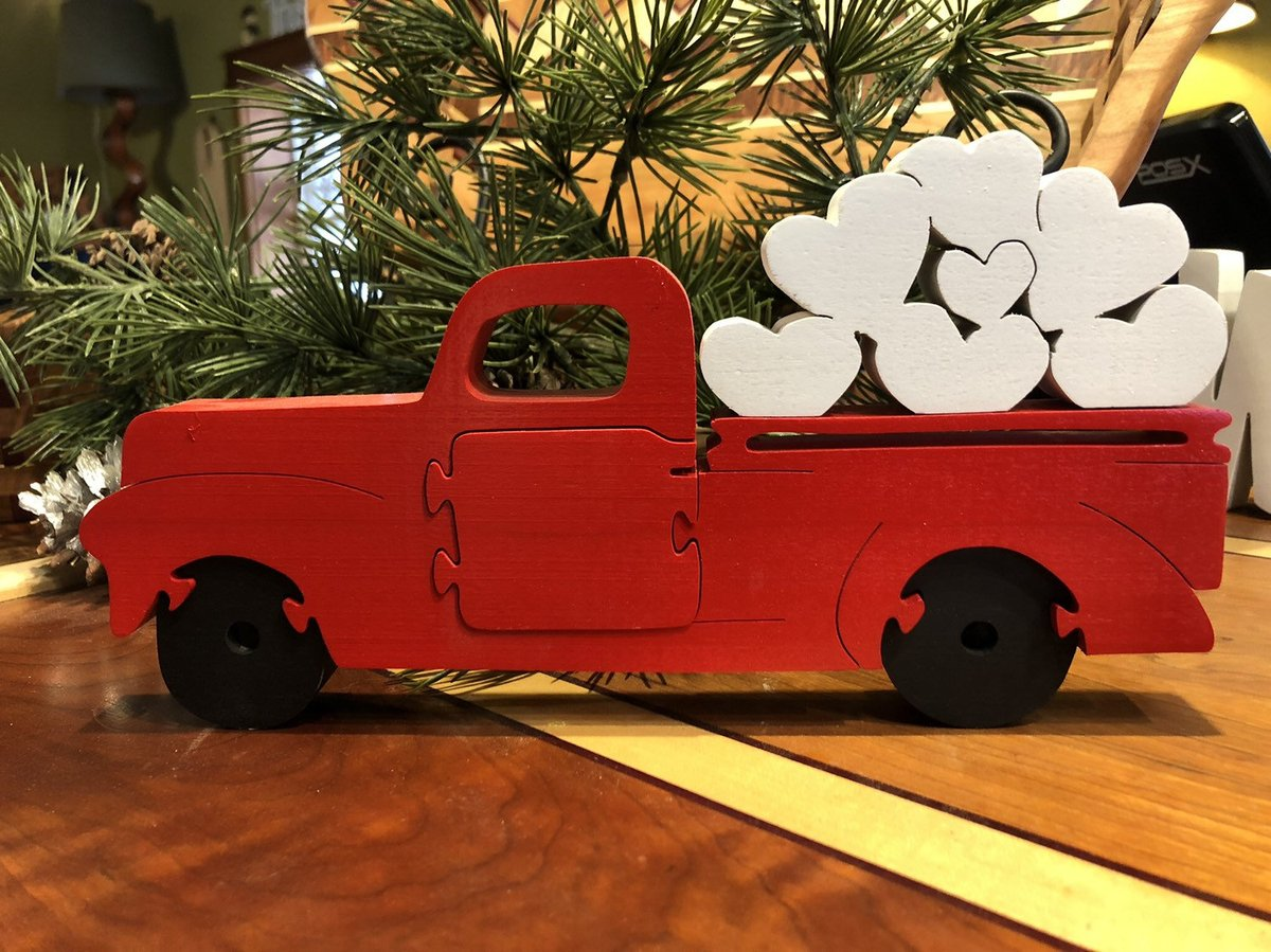 Valentine's Truck w hearts https://etsy.me/36g0Gr2 #Etsy #Teaberrywoodproducts #Valentines pic.twitter.com/LKV2DcTQaz