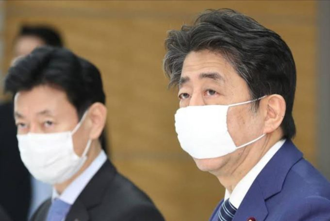 マスク 小さい 総理 安倍