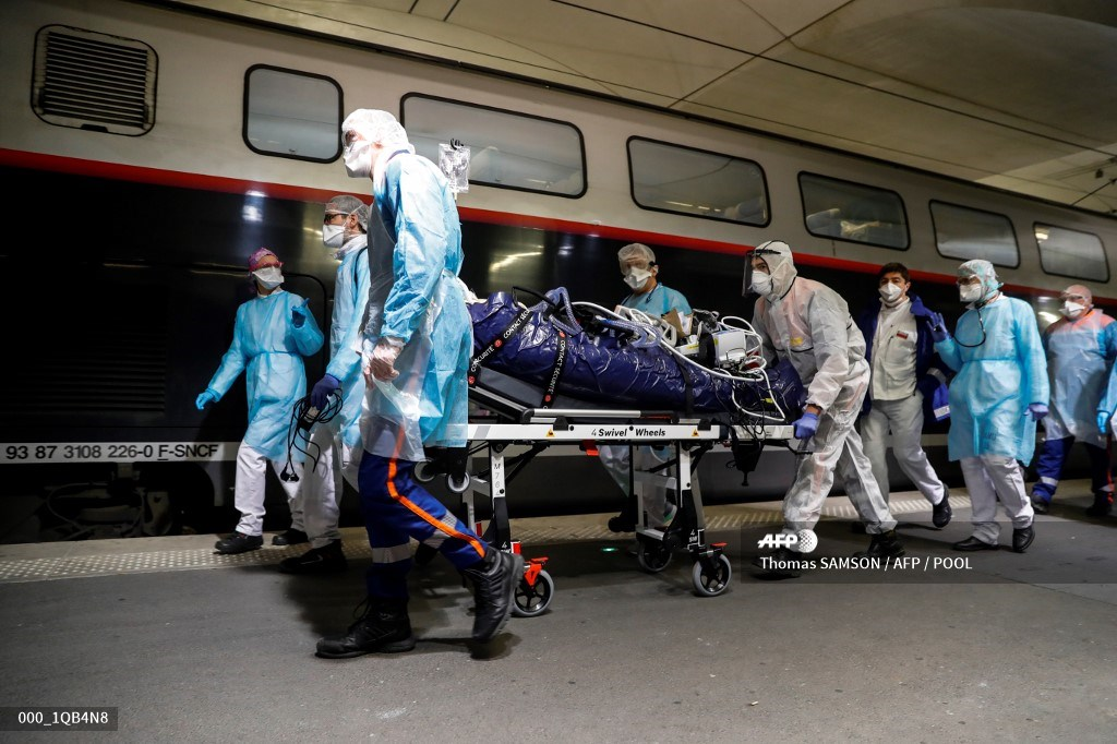 #Coronavirus #COVID19 #AFP #France - Covid-19 patients evacuated in a special medical TGV.   Thomas Samson pic.twitter.com/1erWlNr6c9