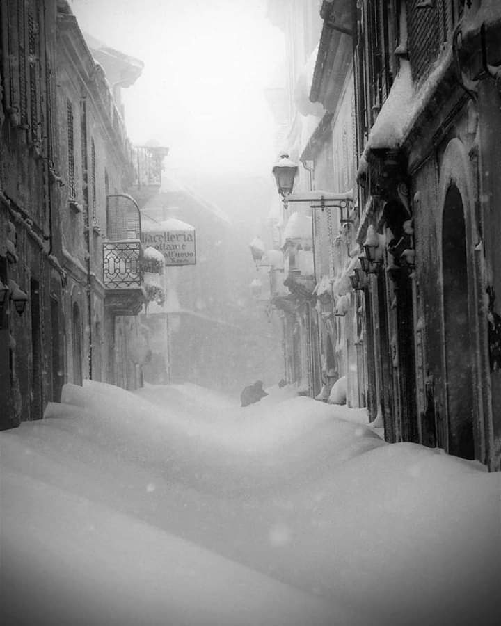 Snow in Abruzzo | Italy   Carl Bartleboom #photography  . pic.twitter.com/mD7BD9SNnr