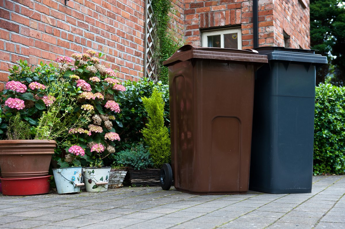 Our bin crews are out across the city this morning as they try to ensure a normal collection for residents, picking up black, brown & blue bins. Its a challenging operation in current circumstances & we are keeping it under daily review. We appreciate your patience & support.
