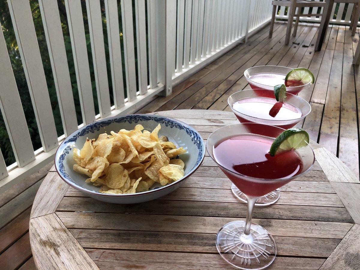 Isolation cocktail challenge. Tonight we're having Cosmopolitans. With salt n vinegar chips pic.twitter.com/SgE4vLund5