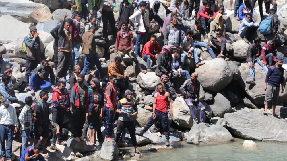 Hundreds of Nepalese stuck at India-Nepal border amid #coronavirus lockdown aje.io/twsaj
