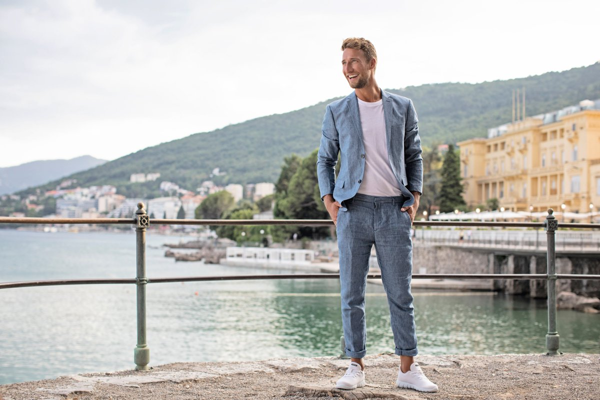 Suit with Sneakers: 7 Top Tips to Rock the Look: https://t.co/R52kuclR5H https://t.co/LbWYLJu0pH