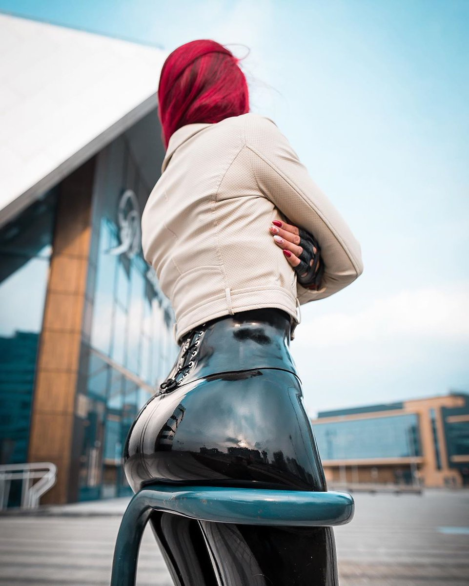 Fine art fashion photography   Eugene Chulitsky Photography #latex #fashion #latexfashion #ラバー #latexdress #fashionphotography pic.twitter.com/Pi3UZiNI9L