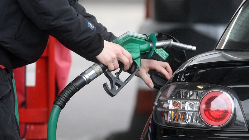 Petrol stations 'will have to close due to impact of coronavirus' itv.com/news/2020-04-0…