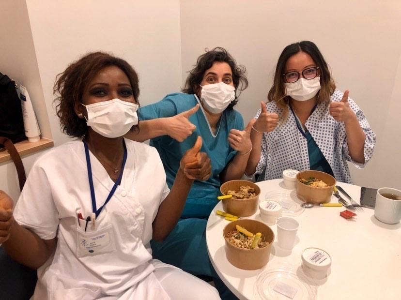 👩⚕️ RÉCONFORT : ✅ Les hôpitaux Saint-Antoine (Paris 12e) et Lariboisière (Paris 10e) reçoivent leurs premiers repas de qualité, cette semaine! Grâce à la générosité des https://t.co/46U6zIOHvc.s, ce sont 15 jours de livraison qui sont déjà garantis : https://t.co/KgURl9P8o1 https://t.co/5vJ60pKluR
