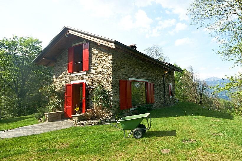 Villa Case Sparse a Stresa sul Lago Maggiore   #Lagomaggiore #lakemaggiore #stresa #lake #italia #italy #vacanze #holiday #vacation #ferien #ferienwohnung #ferienhaus #travel #urlaub   Per un indimenticabile vacanza: