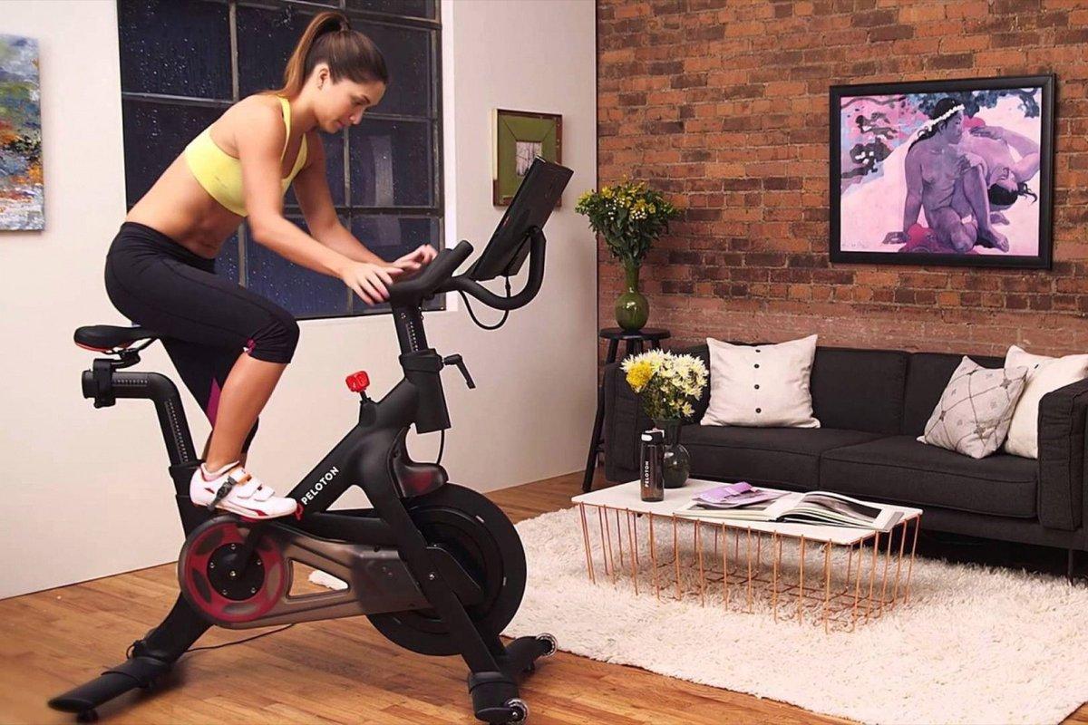 Велотренажер помогает похудеть ногам