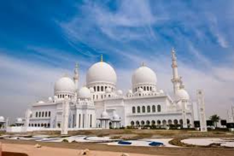 Abu Dhabi Mosque & Ferrari World tour: Participate in Gray line's ultimate Abu Dhabi full day tour and take advantage of an ideal introduction to the largest city of the Emirates, which also happens to be the UAE capital http://dlvr.it/RSyLkGpic.twitter.com/IZ7Dhz02i5
