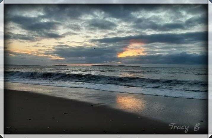This morning's #sunrise in Revere with my #cellphone.  @7News @clamberton7 @JackieLayerOn7 #Boston #Revere #NewEngland #AmazingView #Beach #RevereBeach  #GodIsGood ††pic.twitter.com/RkTyTJvWVK – at Revere Beach
