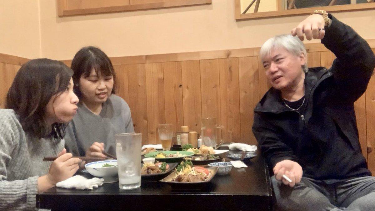 強風荒れ狂う中、JR鷹取駅前・お食事処「なつき」二階にて喰うだけ動画撮らせていただきました。hishidas毎公演、お手製稲荷寿司を差し入れてくださいます女将おけいたま、ありがとうございました。皆様ぜひ「なつき」へ。