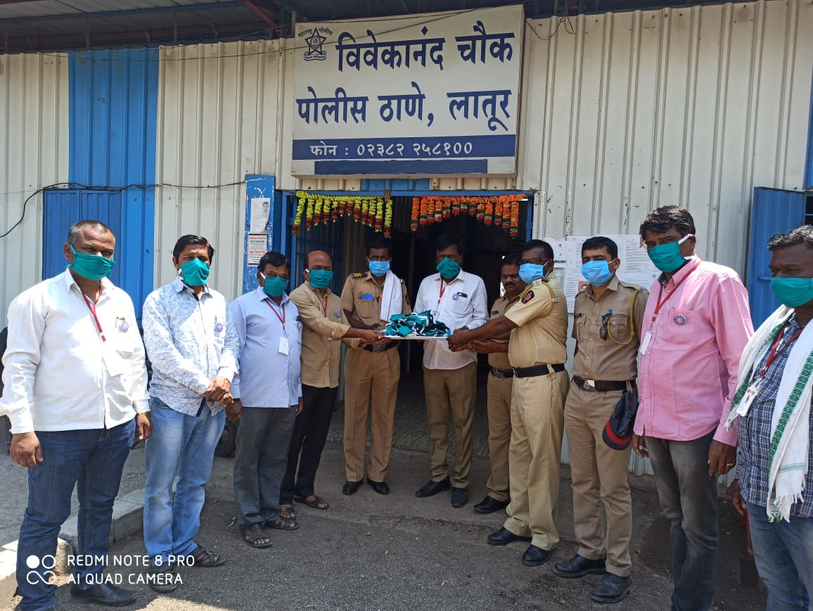 Maharashtra Goa Nss On Twitter 1085 Sanitizers 1300 Mask Prepared By Fashion Design Deptt Nss Volunteers Of Dayanand College Latur Distributed By Nss To Police Deptt Watchmen Public Workers
