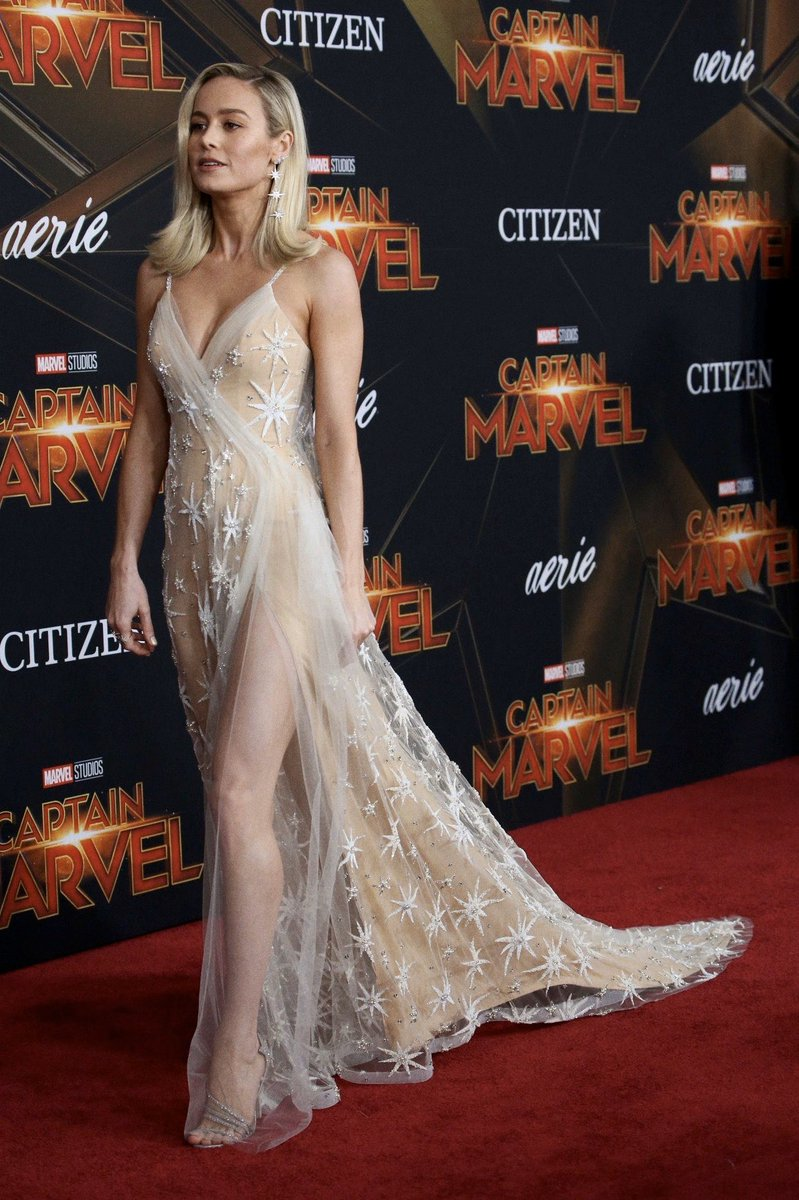 a moment of silence for brie larson's look at the captain marvel premiere