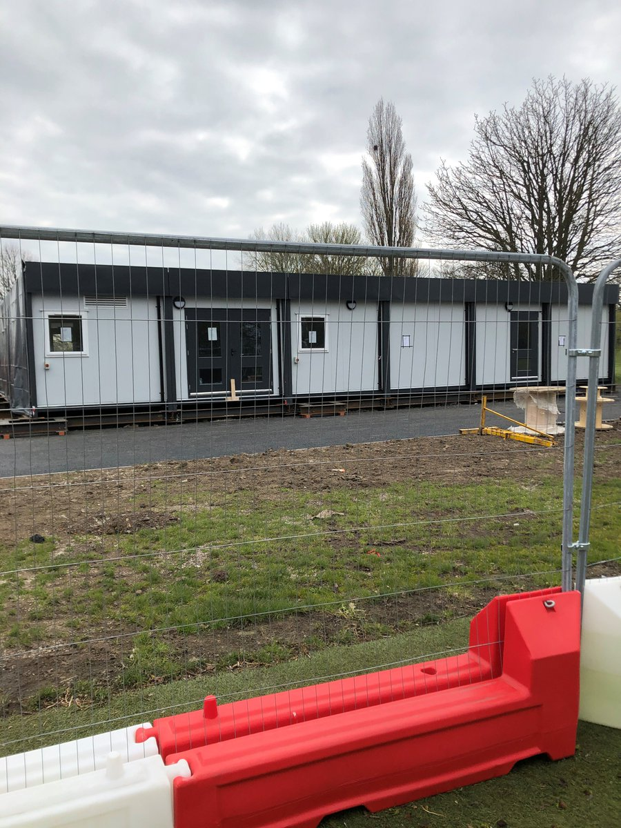 First of the temporary classrooms have arrived on site this week #newbuild pic.twitter.com/UcwlX1Dplb