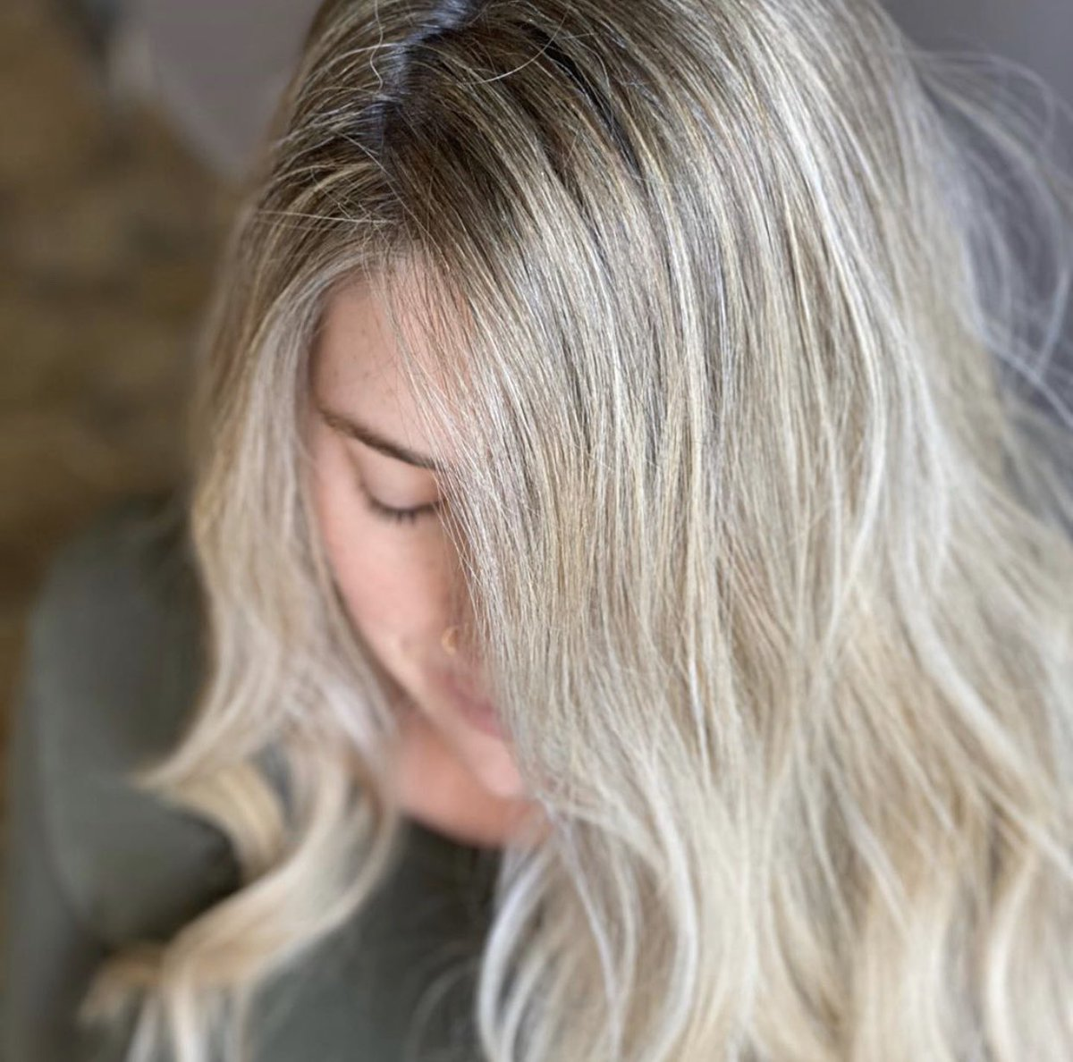 Light and bright for this momma to be Stylist: Tanya Burdick  #wsalonrochester #blonde #highlights #behindthechair #mommatobe #roctopstylepic.twitter.com/wQBBXbLmEo