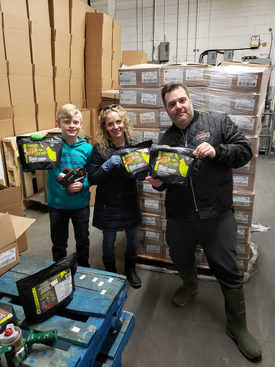 Our frozen wing & tender wholesale case program is booming! 7 retail bags/4.5kg case. Works out to $11.43/bag of wings & $13.71/bag of tenders. Much cheaper vs grocery stores! City-wide delivery for $ 10! Pickup at LBW too! Sauces also avail! #Winnipeg #Wpg #Wpgeats #Covid19MBpic.twitter.com/xOuqNEl5DV