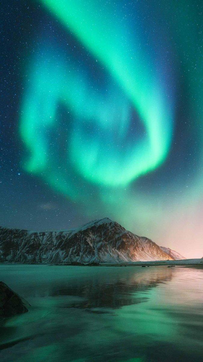 Good night awesome view. I hope you a wonderful day/night. #goodnight #GoodNightTwitterWorld #Aurora #naturephotography #naturelovers #landscapephotography #landscape #BlessedAndGratefulpic.twitter.com/bdyzZ3Qvcu
