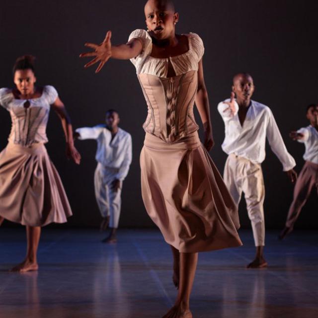 Per gli amanti della #danzacontemporanea @Romaeuropa sabato 4 aprile condividerà un focus sulla coreografa e danzatrice sudafricana Dada Masilo. Il percorso è dedicato alla sua rilettura di grandi classici della danza tra cui GISELLE: http://bit.ly/3bT5ean #laCulturainCasapic.twitter.com/gYvabcait4