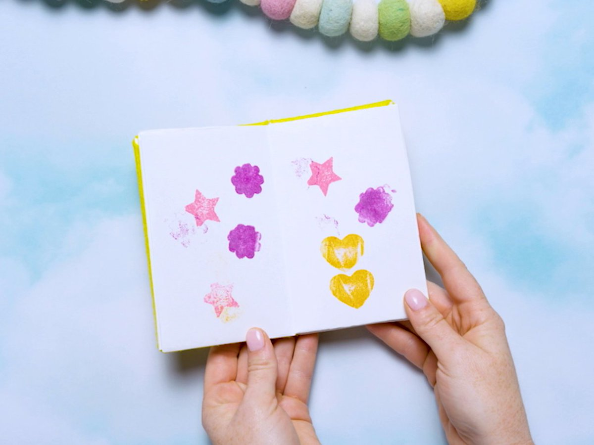 Grab your arts & crafts supplies because we have the perfect #DisneyTOTS activity for your family to put together!