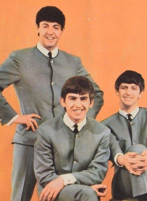 john: 1 in 4 people r gay paul george and ringo: twitter.com/flvlft/status/…