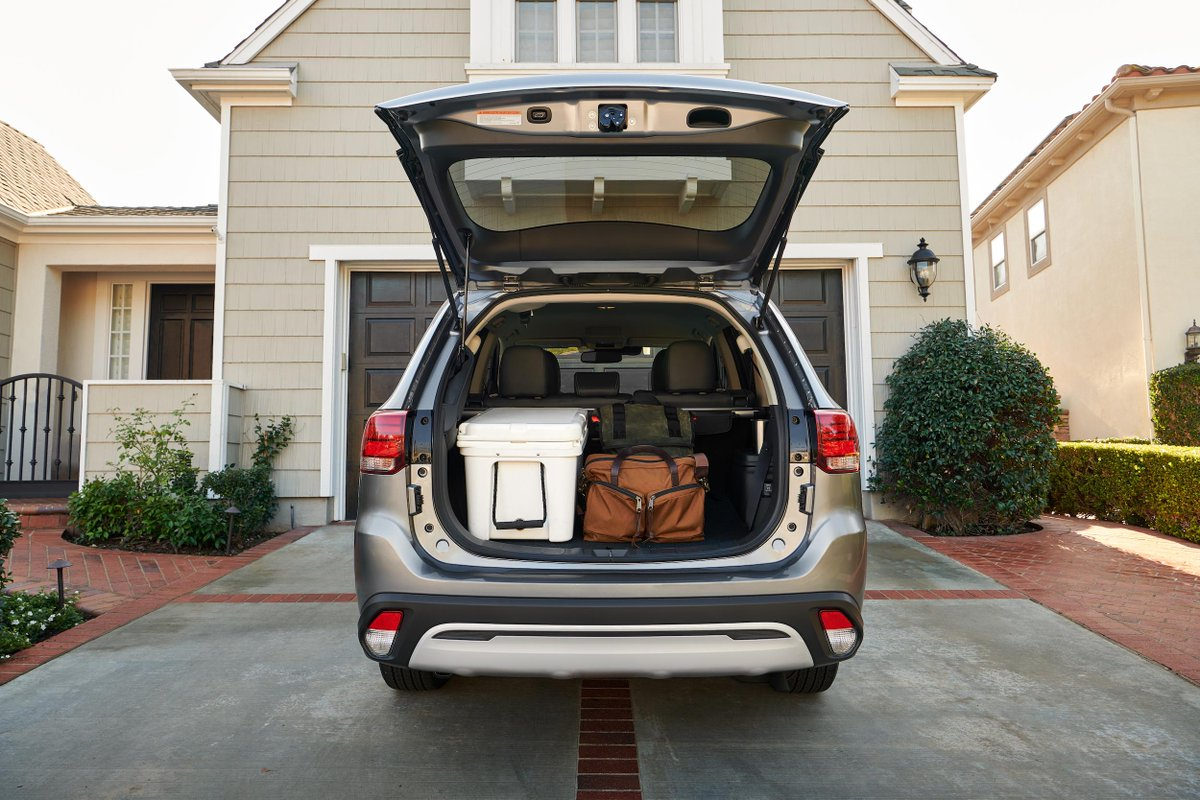 Load up and get out safely for the day. #MitsubishiOutlander