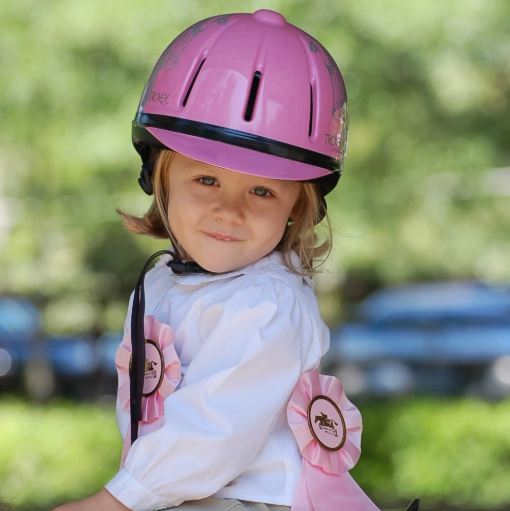 """This helmet is perfect for my 3-year-old! I love that I can adjust it as she grows!"" —Sandy T.  Do you have a little one who's looking forward to spring riding season? Check out our Kid's Helmet Guide: https://bit.ly/32PN7ih   #safetymatters #youthsports #horsebackriding pic.twitter.com/CwLMBeTZoA"