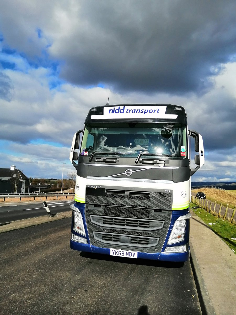 Heading south from Montrose to Stirling on Monday afternoon. #angrysky @VolvoTrucksUK @NiddTransport https://t.co/qQnYWnBCws