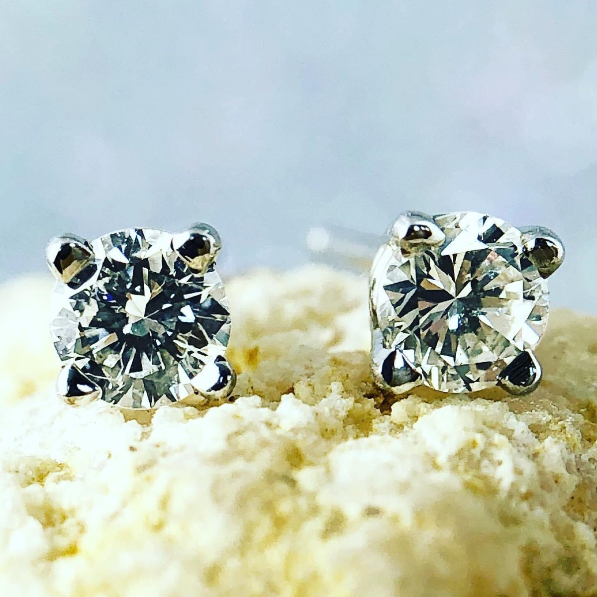 #April babies are so #lucky (#nofoolin). #Diamonds are their #birthstone. They are a symbol of #love and inner #strength. #JimmyTheJeweler #BataviasBestJeweler #BataviaNY #diamondsareagirlsbestfriend #bling #sparklepic.twitter.com/dXlUTF06UO