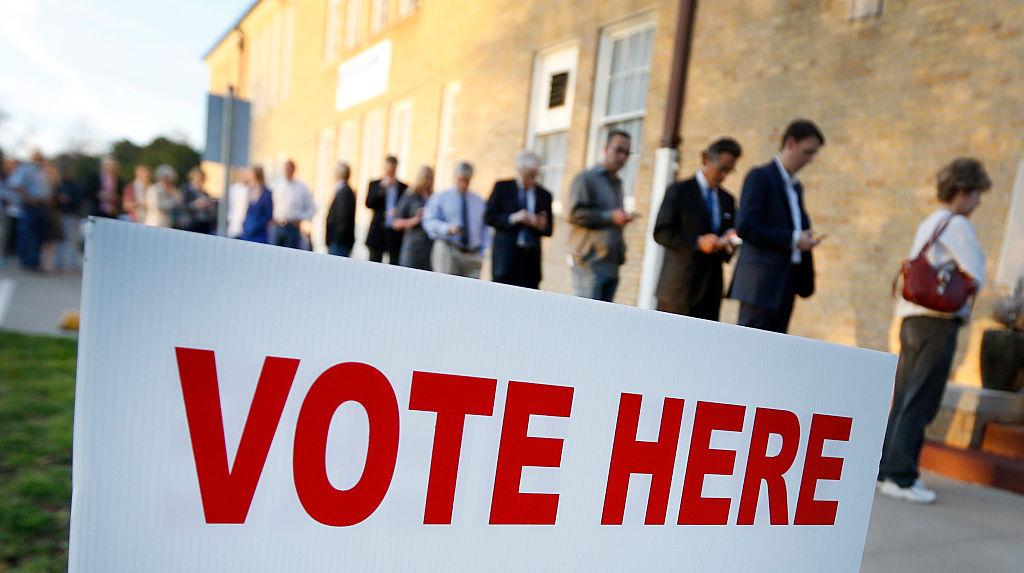 West Virginia aplaza las elecciones primarias hasta junio.   El gobernador Jim Justice, dijo que las elecciones primarias en su estado, programadas para el 12 de mayo, han quedado aplazadas hasta el 9 de junio debido al coronavirus.  http://uni.vi/CdQN102dtQUpic.twitter.com/AlLBph2mT7