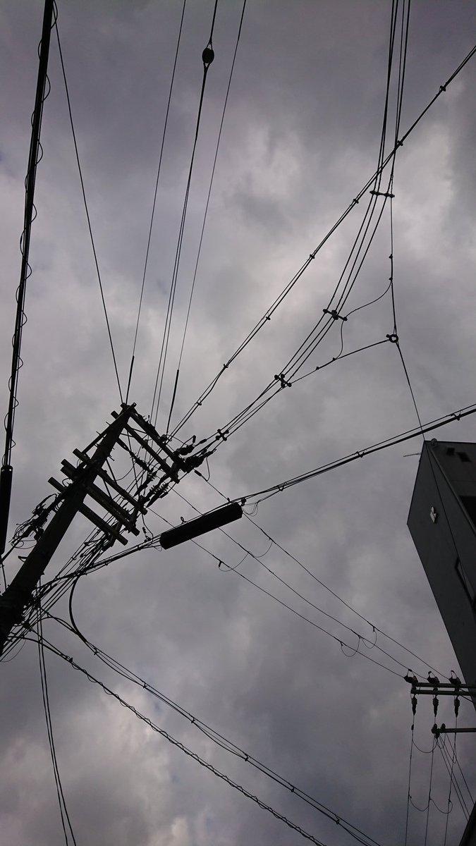 おはようございます(^^)/  大阪 曇り空 天気は回復の予報ですかね  さて、お会計時Twitterの合言葉で10%オフ  合言葉 「心の自粛はしなくていいでしょ」  気持ちはどんよりしたくない 日常に感謝しながら、笑顔を忘れずに  素敵な1日になりますように(/-\*)  #此花区 #いまそら #オシャレ pic.twitter.com/GLrEKiZcur
