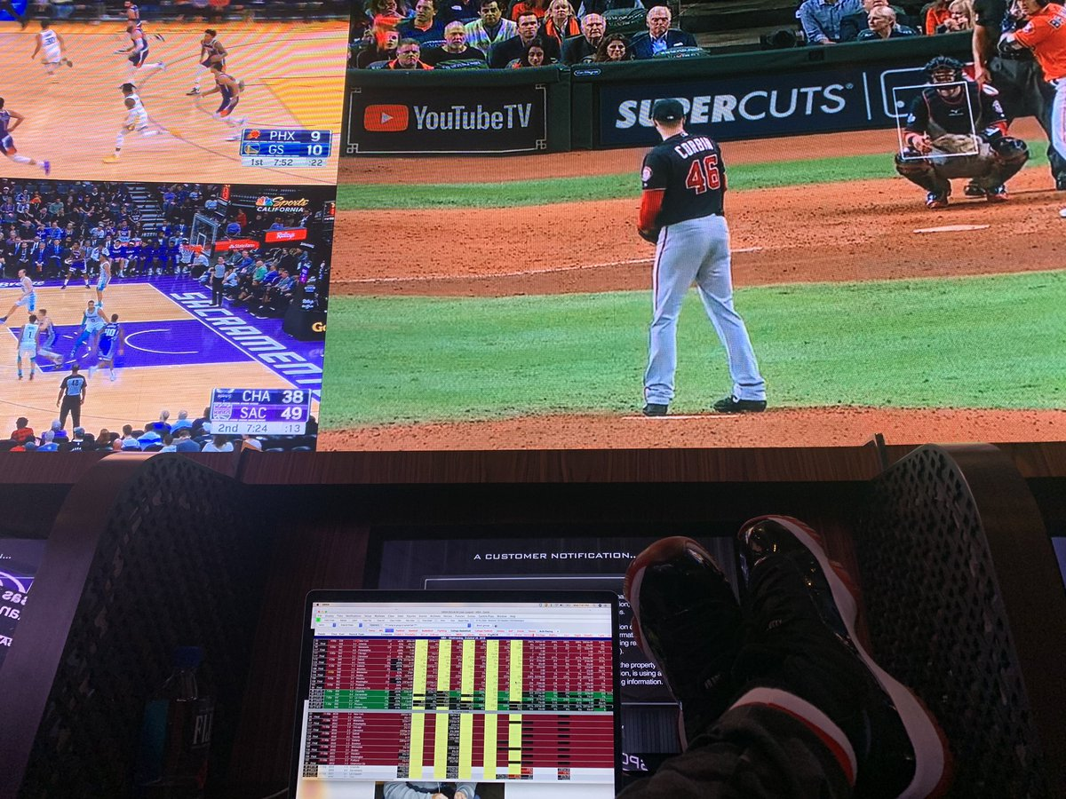 I really miss the sports book. Whether in Philly or Vegas. The Cosmopolitan, Harrahs PHL, Westgate Superbook, or Sugarhouse/Bet Rivers Philly. pic.twitter.com/RB3IdQwGPw