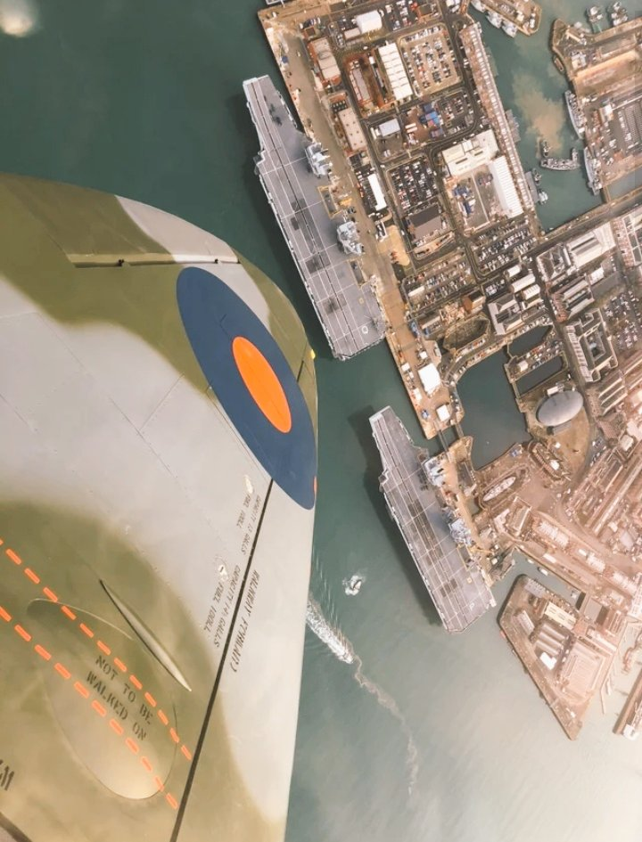 #WingWednesday.... #Supermarine #Spitfire saluting @HMSQNLZ and @HMSPWLS.... #History Past, Present and Future....pic.twitter.com/oQNGxd2qb7
