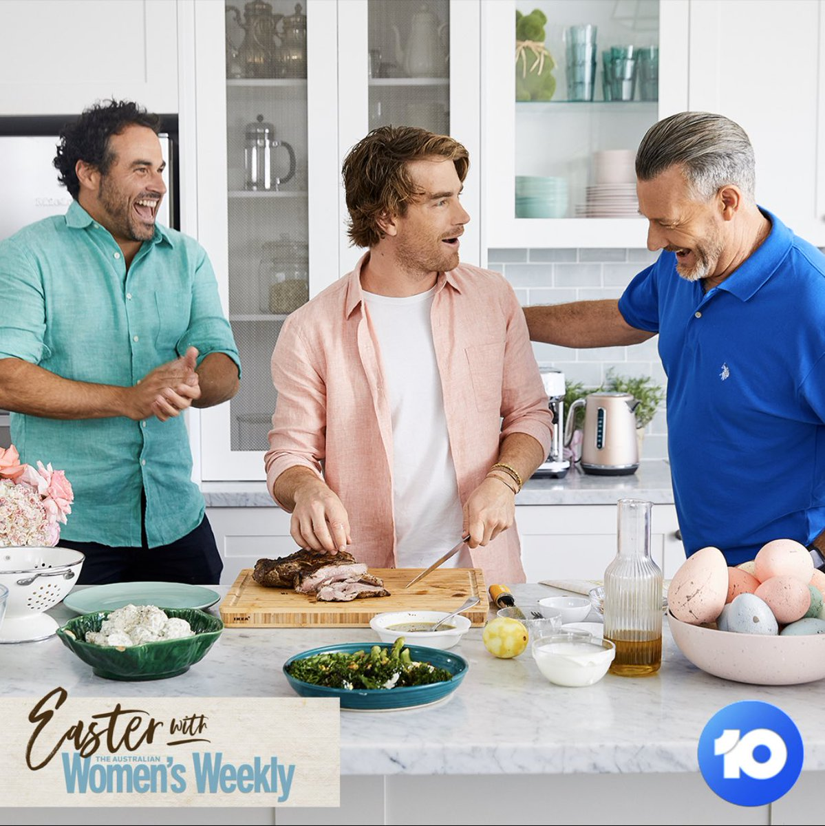 This is what happens when A MASTERBUILDER A MASTERCHEF AND A MAESTRECHEF get together in a @WomensWeeklyMag @Channel10AU this Friday at 7,30  .. lifestyle WIGGLES  @hayden_quinn @TheCrazyBull @Baz_DuBois  Where is SIMON says ???pic.twitter.com/egfF1YRniy