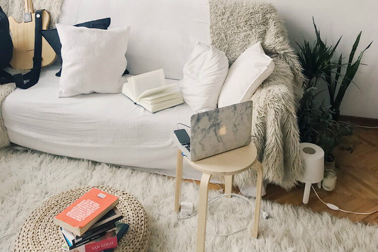 Spending extra time in your apartment can spark the inspiration to redecorate Here are 5 easy ways to boost the mood in your apartment: https://www.fairfieldresidential.com/apartmentality/how-to-boost-your-mood-by-enhancing-your-apartment-5-easy-tips/ … #MoodBooster pic.twitter.com/DIXTAC25bo