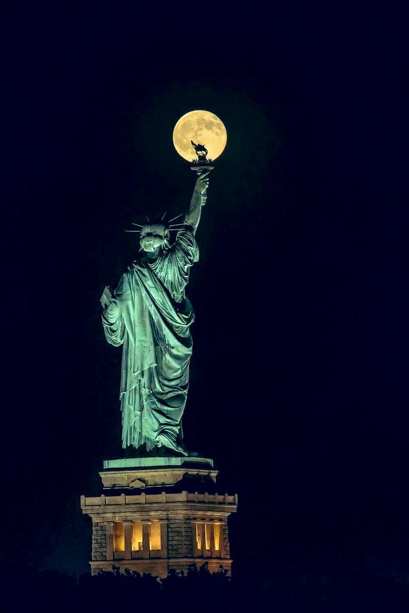 Statue of liberty   Hua Zhu pic.twitter.com/d1lebSa89O