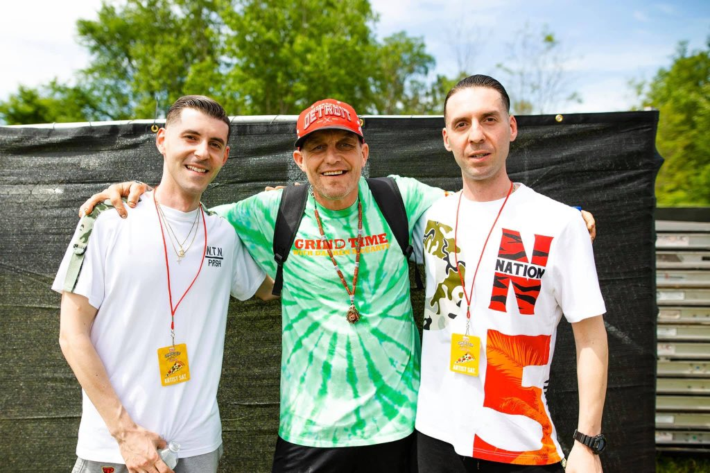 Happy Birthday @GrindTimeDMac25! #TNL w/ #DetroitRedwings legend Darren McCarty after our performance at the @HIGH_TIMES_Mag #CannabisCup last year! @officialTNL1   : @JustinAndertpic.twitter.com/WOM9s9dXoI