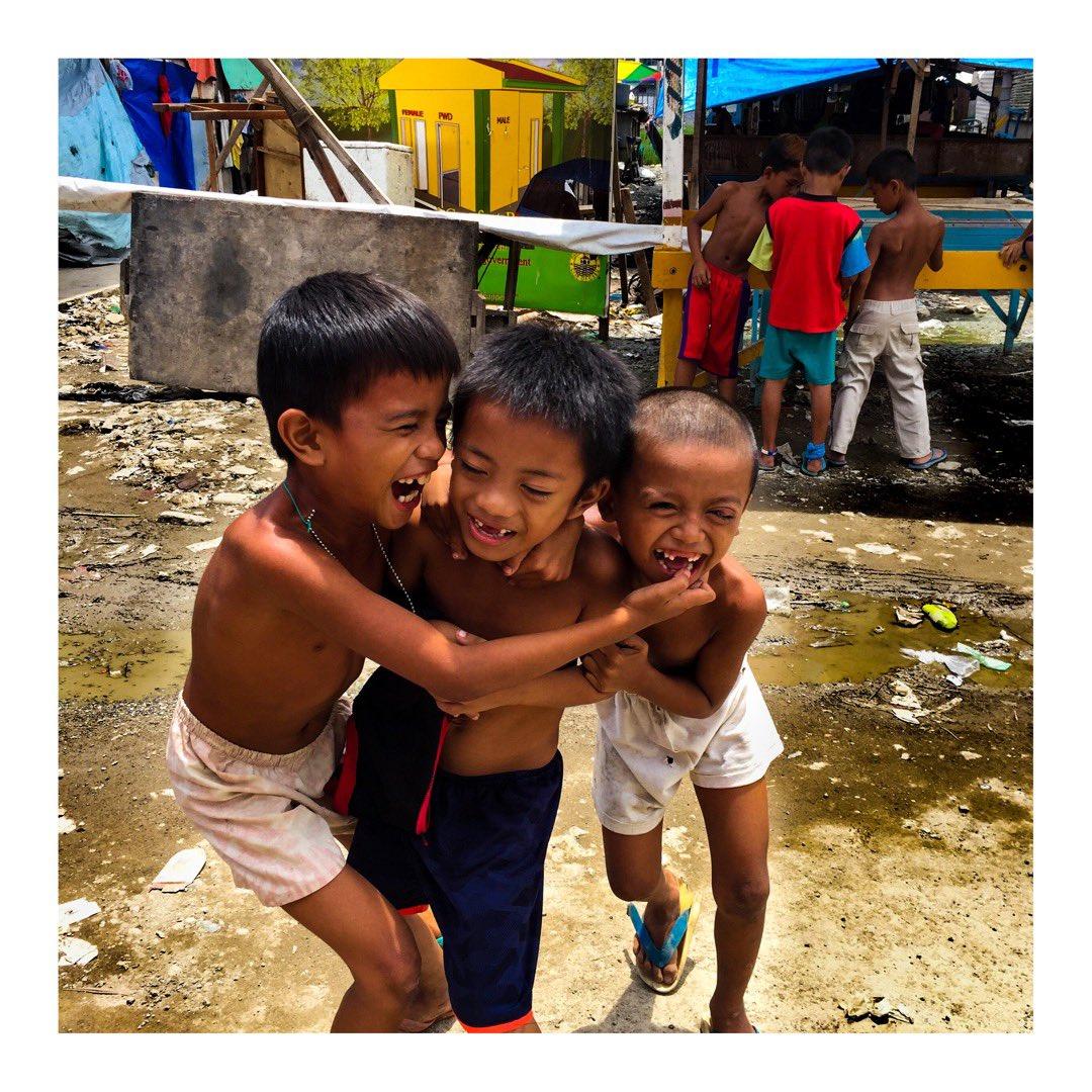 こんな目をした人が  世界中にいたら  最高なのにな  #photographer  #photography  #abstract   #portrait  #modern   #写真家  #写真  #アート  #詩  #愛  #平和  #幸せ  #芸術  #哲学  #洗脳  #ミニマル  #ミニマリズム  #感謝  #フィリピン  #セブ  #幸福  #夢  #希望  #あたりまえ  #子供