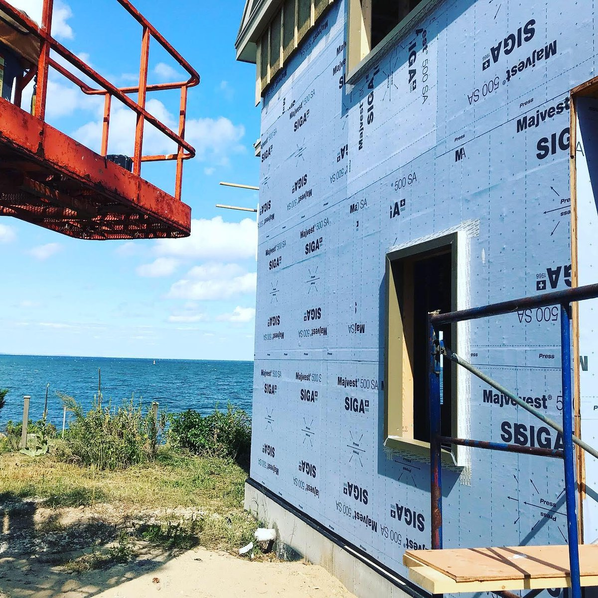 Looking for a fully adhered #airtight  #wrb  for your next project? @siga_canada  #majvest500sa  is available in #canada    Questions on substrates, application temperatures or permeance? Reach out to any of your #siga  reps today! #buildbetter  #stickwithus